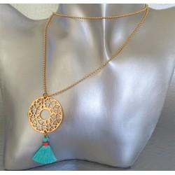 Sautoir collier disque arabesque coeurs et trèfles pompon turquoise