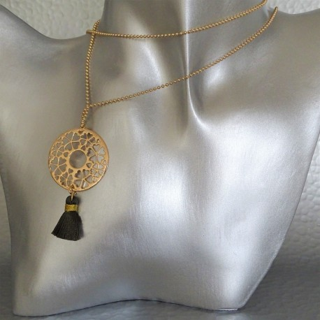sautoir collier disque arabesque plaqué or pompon vert bronze