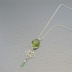 Collier quartz hydro arabesque et mini pompon vert