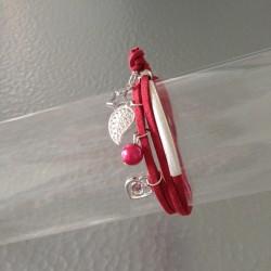 Bracelet Double Lien en Cuir Suédine Rouge avec Breloques Argentées