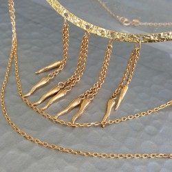 Collier double chaîne plaqué or sur demi jonc avec pendants